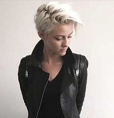 These 25 Girls Short Haircuts helps you for a new look. There is bob haircuts, wavy bobs, pixie haircuts, asymmetrical short cuts and more. Edgy Haircuts, Popular Short Hairstyles, Girls Short Haircuts, Cute Hairstyles For Short Hair, Girl Short Hair, Pixie Hairstyles, Pixie Haircut, Short Hair Cuts, Short Hair Styles