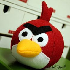 Felt Angry Bird with another link to the original made with fleece