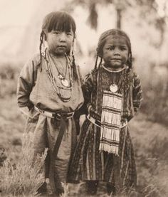 Native American Images is an award winning collection of images about Native American People, Places and Land, including links to exceptional web-sites about Native America today. Native Child, Native American Children, Native American Pictures, Native American Beauty, Native American History, American Indians, American Symbols, Native Indian, Before Us