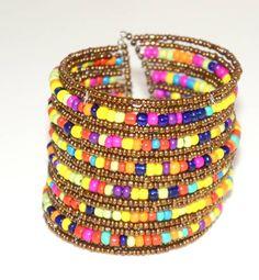 http://www.elo7.com.br/bracelete-micanga-dourado-multicolor/dp/342CF6