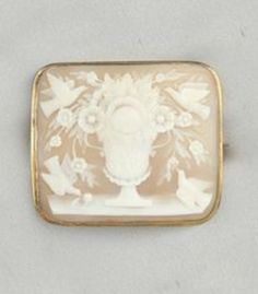 ⊙ Cameo Cupidity ⊙  Cameo Depicting Urn Of Flowers With Doves