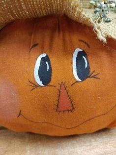 Scarecrow Crafts, Fall Scarecrows, Scarecrow Wreath, Scarecrow Face, Wooden Pumpkins, Fabric Pumpkins, Painted Pumpkins, Painted Pumpkin Faces, Pumpkin Wreath
