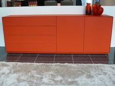 Farbtupfer #Sideboard Titolo von #ArtigianMobili in leuchtendem #orange