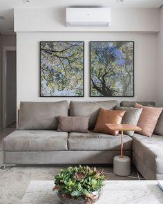 Cor cinza: 60 ideias para usar o tom na decoração com muita criatividade Inspired Homes, Decoration, Living Room Designs, Decor Styles, My House, Sweet Home, New Homes, Couch, Bedroom