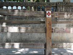 Puesto de la Cruz Roja en el vallado en el callejón Pamplona, Red Cross