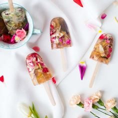 Valentine's DIY: Floral Soap Lollies - We've got our Valentine's Day plans sorted and a gift picked for the special one with a little time to spare, so we've decided to cast the gift giving and adoration sharing net a little … Valentines Bricolage, Valentines Diy, Diy Savon, Handmade Soap Recipes, Handmade Soaps, Pink Food Coloring, Diy Gifts For Mom, Pop Stick, Unique Cards