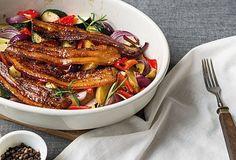 Pečená zelenina s glazovaným bůčkem - recept. Přečtěte si, jak jídlo správně připravit a jaké si nachystat suroviny. Vše najdete na webu Recepty.cz. Bucky, Chicken Wings, Steak, Food, Essen, Steaks, Meals, Yemek, Eten
