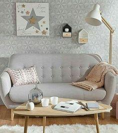Já buscamos, achamos e postamos muitas referências de sofás na cor cinza, mas faltava um assim... clarinho! Amamos, e você?💛❣💘 Repost @designerorganizada  Veja mais inspirações em nosso facebook, link na bio.