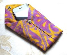 Bespangled Jewelry: Necktie DIY: iPhone or iPod Pouch Tutorial - this would be easy to attach a chain strap on to make a nice little evening bag. Craft Tutorials, Craft Projects, Sewing Projects, Craft Ideas, Pouch Tutorial, Diy Tutorial, Photo Tutorial, Pochette Diy, Old Ties