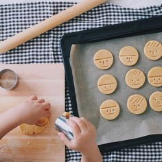 Use a tooth pick for the face Galletas Cookies, Xmas Cookies, Cute Cookies, No Bake Cookies, Fun Baking Recipes, Bakery Recipes, Sweets Recipes, Cookie Recipes, Japanese Cookies
