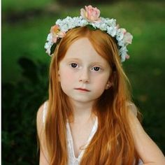 flowergirl head wreath hairstyle with white and peach flowers Corona Floral, Cute Short Haircuts, Long Red Hair, Ginger Girls, Hair Styles 2014, Flower Girl Hairstyles, Hair Wreaths, Redhead Girl, Floral Hair