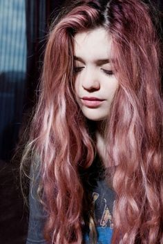 Sky Ferreira Soft Grunge Dyed Hair - http://ninjacosmico.com/18-must-have-grunge-accessories-clothing/