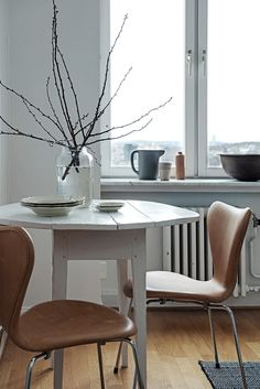 Dining Room ǁ Fritz Hansen products: Series 7 chair (3107) by Arne Jacobsen