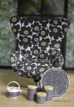 Pikkuprinsessan nukkekoti Willa Helmiina/Dollhouse to my little Princess Miniature Furniture, Doll Furniture, Dollhouse Furniture, Blue Dining Room Chairs, Mid Century Dining Chairs, White Chairs, Office Chairs, Diy Dollhouse, Dollhouse Miniatures