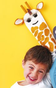 Your child will go wild for this playful Giraffe Puppet! A cute #DIY #craft project from @FamilyFun magazine. http://www.parents.com/fun/arts-crafts/kid/kid-crafts-giraffe-puppet/?socsrc=pmmpin091112cGiraffePuppet