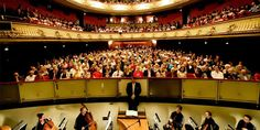 The Bern City Theater offers a season of over 300 performances in opera /  operetta / musical theater and ballet/dance with some 30 new productions. Besides the classics, many premieres and first performances are also shown.