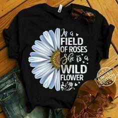 Shirt Print Design, Tee Shirt Designs, T Shirt Flowers, Flower Shirt, T Shirt Painting, Stylish Blouse Design, Painted Clothes, Cute Shirts, Shirts For Girls