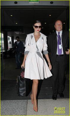 Gorgeous trench on Miranda Kerr. Glamour, Street Chic, Street Style, Fashion Beauty, Womens Fashion, Fashion 2015, Fashion Ideas, Miranda Kerr, Dress Me Up