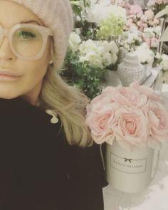 Never dying silkflowers in the box @home  from @maisonhelsinki 🌸🌸🌸#maisonhelsinki #maisonhelsinkiboutique #silkflowers #silkkikukat #tekokukat #foreverflowers #neverdyingflowers #rose #roses #scandinavianhome #whitehome #maisonhelsinkiflowerboxes #maisonhelsinkiflowerbox #infinityflowers #ruusu #rose #roses #flowers #kukkalaatikot #flowersinthebox #luxurylife #luxuryhome #luxuryhomes - posted by Maison Helsinki Boutique https://www.instagram.com/maisonhelsinki - See more Luxury Real…