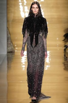 Reem Acra - Fall 2015 Ready-to-Wear (There is something very early 1900s about the proportions of this look.)
