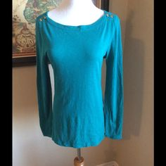 """J CREW PAINTER TEE-MEDIUM Casual chic J. Crew Painter Tee size medium, made in China.  100% cotton, extra buttons.  Measurements armpit to armpit 18"""", sleeve length 25"""", length 25"""". J. Crew Tops Tees - Long Sleeve"""