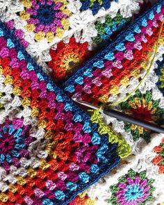 """""""Flowers in the Snow"""" – Free Pattern #crochet"""
