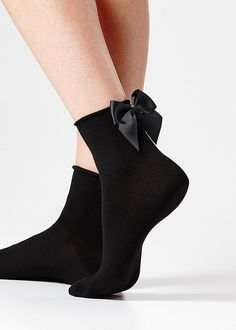 Calzedonia: black socks with a ribbon 🎀 Socks And Heels, Ankle Socks, Mode Glamour, Bow Shorts, Lace Socks, Mein Style, Short Socks, Cool Socks, Crazy Socks