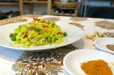 ispirato da un piatto mangiato in India, questo riso alla curcuma con piselli e anacardi, è un vero toccasana. È uno dei loro aromatic pulao, ottimo anche..