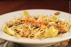 Mamaggiore (almoço)    Spaghetti Tricolore Spaghetti com camarão, corações de alcachofra e Shitake marinado ao vinho branco