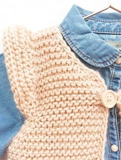 Knitted Girly Vest for baby [ Free Pattern Tutorial ] Baby Cardigan Knitting Pattern Free, Baby Knitting Patterns, Baby Patterns, Knitting For Kids, Easy Knitting, Knit Or Crochet, Crochet Baby, Baby Blue Prom Dresses, Long Dresses