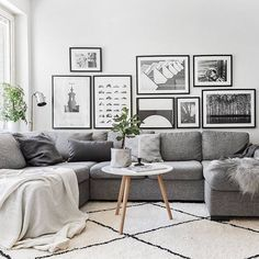 Find the best Scandinavian Christmas decoration for your modern living room decor and fall madly in love! Living Room Grey, Rugs In Living Room, Home And Living, Living Room Designs, Living Room Decor, Modern Living, Picture Wall Living Room, Scandi Living Room, Modern Scandinavian Interior