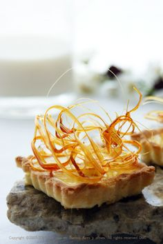 DIMA SHARIF: Caramelised Sugar - Transforms desserts from simple to elegant & sophisticated . and party perfect! Elegant Desserts, Fancy Desserts, Just Desserts, Delicious Desserts, Dessert Recipes, Yummy Food, Health Desserts, Caramelized Sugar, Creative Desserts