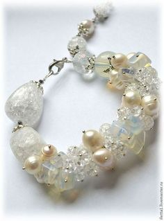 """Pulsera""""modelos de la nieve"""" (Moonstone, cuarzo hielo, perla). Hecho a mano."""