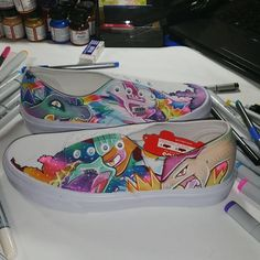 Vans shoe art: sharpie art markers with Shiny pokemon design. Shoe Designs, Sharpie Art, Realistic Paintings, Shoe Art, Marker Art, Vans Shoes, Keds, Designer Shoes, Markers