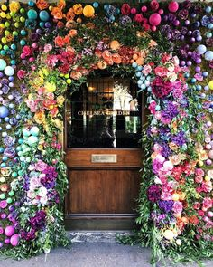 The Ivy Chelsea Garden are getting ready for RHS Chelsea Flower Show with their beautiful floral display, which is also getting me in the mood for next week's Chelsea In Bloom. This display reminds of last year's beautiful fairy tale… Beautiful Flowers, Beautiful Places, Romantic Flowers, Chelsea Garden, Belle Photo, Ikebana, Planting Flowers, Flower Arrangements, Scenery