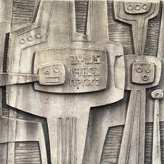 Brutalist wall relief, Calgary, by Oliver Tomas. Glenbow Museum façade c 1970 Brutalist Design, Brutalist Buildings, Calgary, Wall Sculptures, Sculpture Art, Brutalist Furniture, Alien Art, Mid Century Modern Art, Aboriginal Art