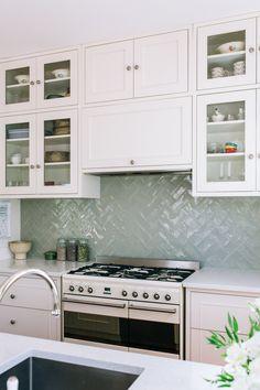 Light Green Kitchen, Green Kitchen Walls, Sage Kitchen, White Shaker Kitchen, White Kitchens, Kitchen Tiles Design, Kitchen Wall Tiles, Interior Design Kitchen, Cottage Kitchen Tiles