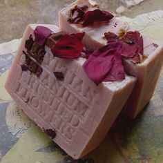 Natural Handcrafted Soap -Egyptian Geranium with French Rose Clay- Cocoa Butter and Crushed Flowers Soap -Geranium Bar Soap - Handmade ! Elderberry Recipes, Rose Clay, Soap Making Supplies, Soap Maker, Perfume, Cocoa Butter, Shea Butter, Soap Recipes, Home Made Soap