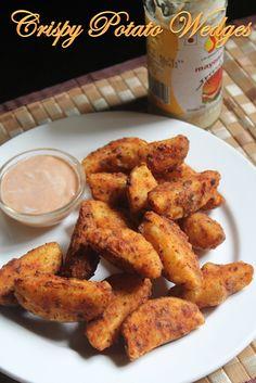 Crispy Potato Wedges Recipe - Yummy Tummy Best Fried Potatoes, Potato Wedges Fried, Potato Wedges Recipe, Crispy Potatoes, Indian Food Recipes, Vegetarian Recipes, Lunch Recipes, Dinner Recipes, Chicken Croquettes