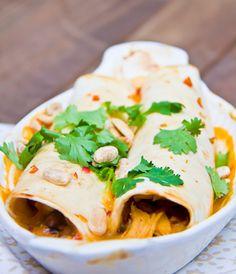Thai Chicken Enchiladas Healthy Food Blogs, Good Healthy Recipes, Thai Chicken, Chicken Enchiladas, Summer Recipes, I Foods, Dinner Recipes, Dinner Ideas, Favorite Recipes