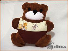 Polštářek Teddy pro sladké sny těch nejmenších. Vyrobený ze 100% bavlny a plyše, naplněný molitanovými kuličkami. Zboží prodejce Od Danušky | Fler.cz http://m.fler.cz/zbozi/polstarek-teddy-8612612