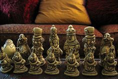 I'd learn to play chess if I had this chess set.