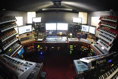 Hot Damn Im In Love this Iz Home electronic music studio