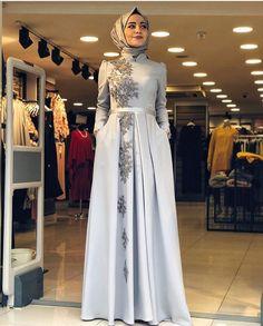 Hijab Gown, Hijab Evening Dress, Hijab Dress Party, Evening Dresses, Abaya Style, Hijab Style Dress, Chic Dress, Beautiful Prom Dresses, Pretty Dresses
