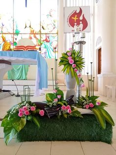 Modern Floral Arrangements, Church Flower Arrangements, Church Flowers, Altar Decorations, Vases Decor, Diy Plastic Bottle, Class Decoration, Arte Floral, Ikebana
