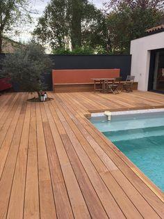 terrasse bois plage piscine bois jardinière banquette olivier terrasse mur coloré jardin mur rouge jardin mur noir gris jardin petit jardin de ville