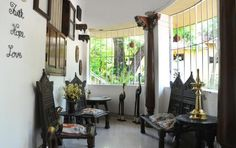 ANTIQUE ATTRACTION Old-world furniture and artefacts create a room of character