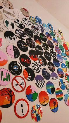 Indie Room Decor, Cute Bedroom Decor, Room Design Bedroom, Aesthetic Room Decor, Cd Wall Art, Cd Art, Wall Collage, Vinyl Record Art, Vinyl Art