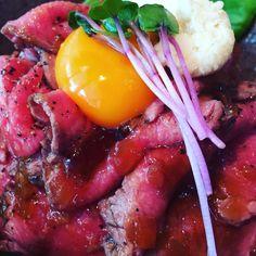 近くにできたお店のローストビーフ丼肉率が高くて満足です #沖縄 #那覇 #okinawa #naha #ランチ #lunch
