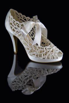 Zapatos de novia con diseño y barato de Ángel Alarcón.